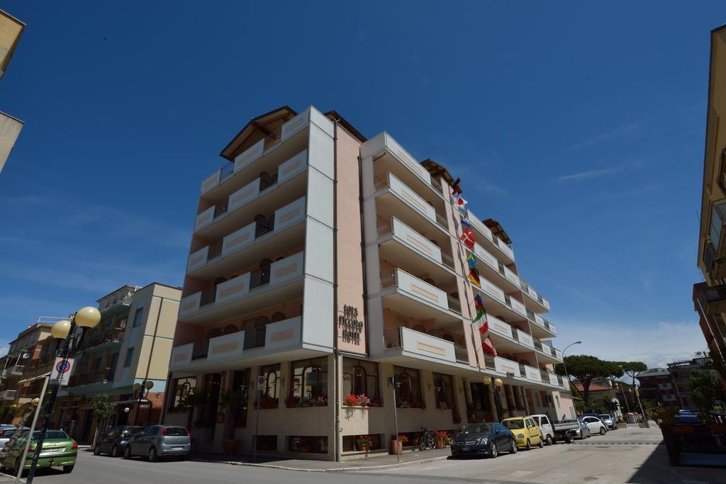 LOLA PICCOLO HOTEL-Marina di Grosseto